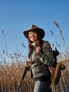 10110854-female-duck-hunter